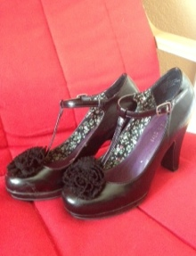 shoes with black flower